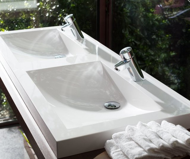Solid surface washbasins and washtroughs