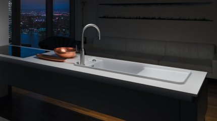 Modern production plant for colored sinks meets highest standards